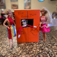 Elf on the Shelf: Kissing Booth